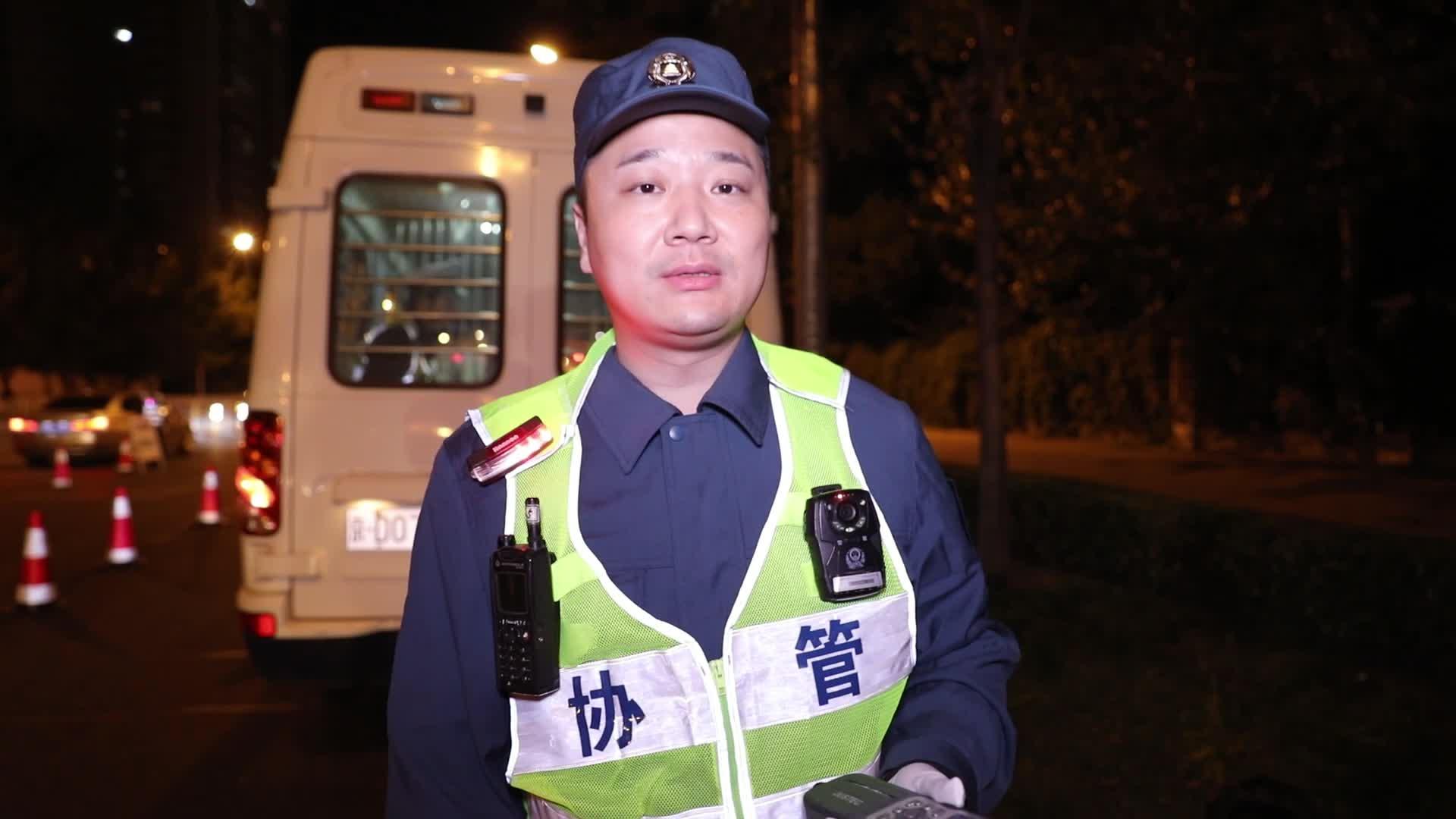 """碌碌有为第3期:北京一夜 万俊变交警""""上岗""""夜查酒驾"""