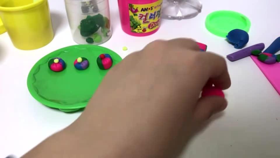 亲子游戏:橡皮泥手工制作彩虹缤纷小糕点