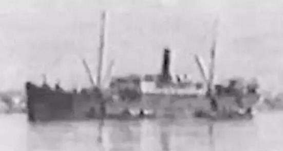 """1936年中威公司租给日本大同公司的货轮""""新太平""""。(图片来源网络)"""