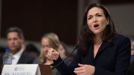 Facebook被指聘�公�P公司撰���O果、谷歌�面文章