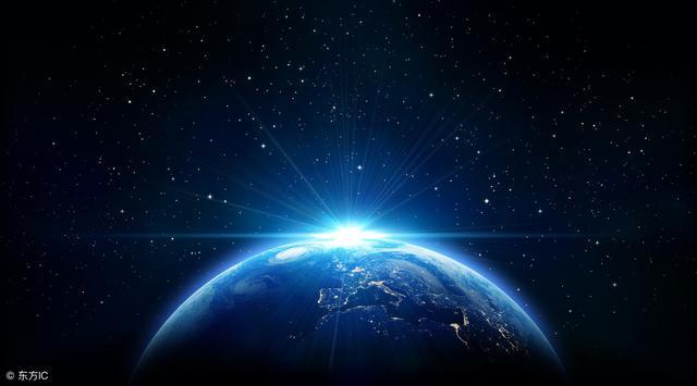 57年前的预言被证实,两个神秘云团正时刻不停地环绕地球运行