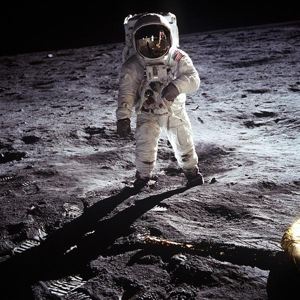 人类登月是假的?美国航天局急了!要跟库里当面对质