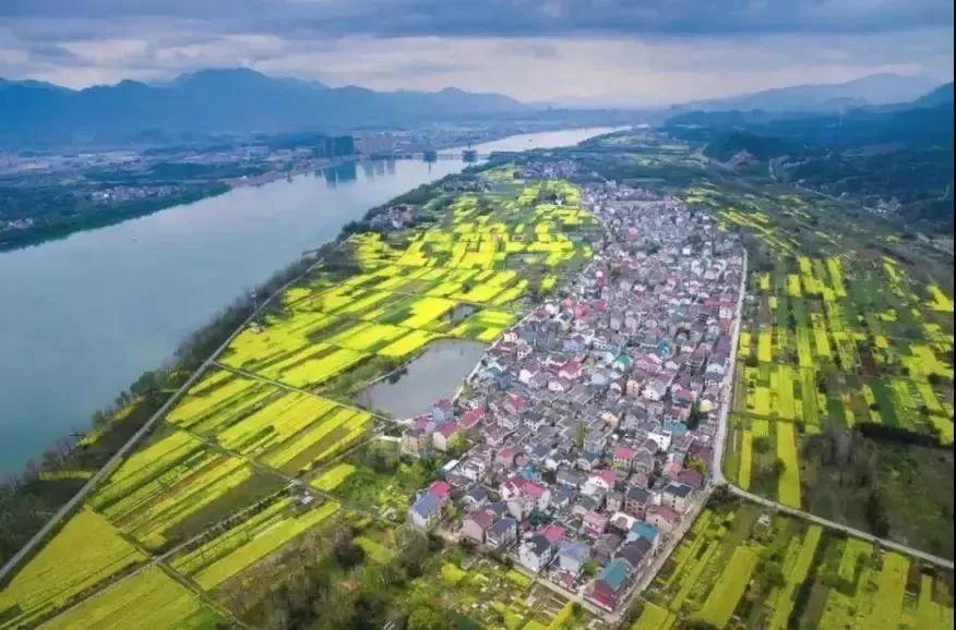 富春江畔航拍图(图片来源于网络)