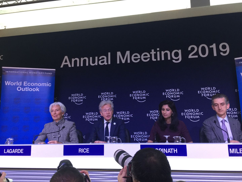 面对外媒质疑中国经济 IMF首席当场用4个字回击
