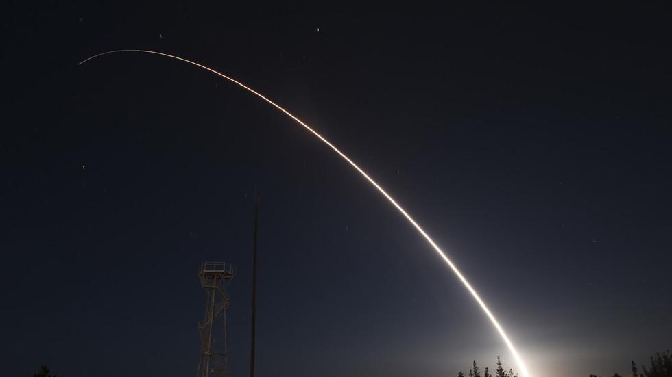 美国俄罗斯接连试射洲际导弹