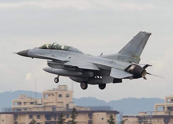 韩国一架F-16起飞3分后在黄海坠毁