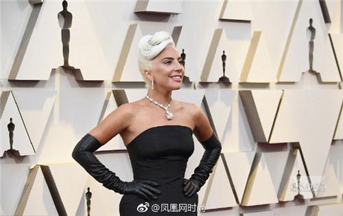 凤凰时尚ifenglady LadyGaga佩戴蒂凡尼128克拉钻石项链亮相红毯 致敬奥黛丽赫本