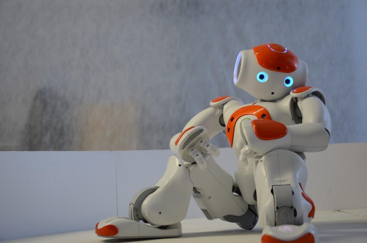 有情感的机器人需要人类的关心吗?