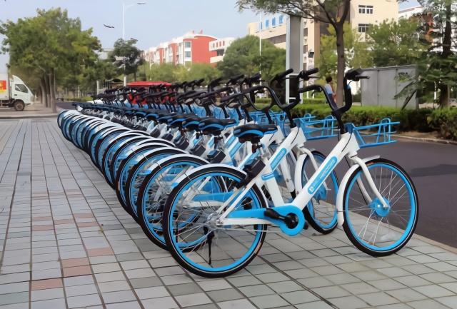 共享单车县城办公益骑行,遭当地出租车围堵