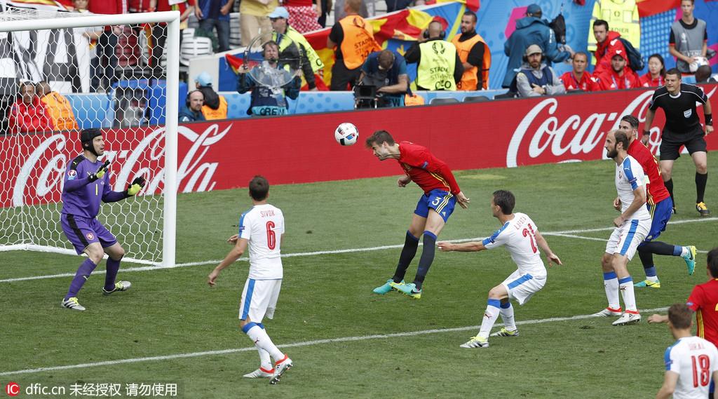 """虽然说""""欧洲无弱旅"""",但引领了世界足坛风格多年的西班牙,还是比捷克强"""