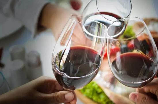 喝酒_过年喝酒的9大理由 哪一条戳中了你的泪点?|喝酒|屠苏酒_凤凰酒业