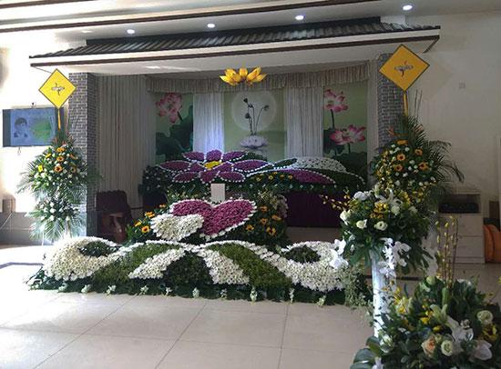 26日上午,记者走进南通海门殡仪馆,墙上的显示屏滚动着逝者所在灵堂