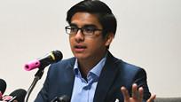 """25岁政坛""""鲜肉""""成为亚洲最年轻内阁部长:到哪都成追星大会"""