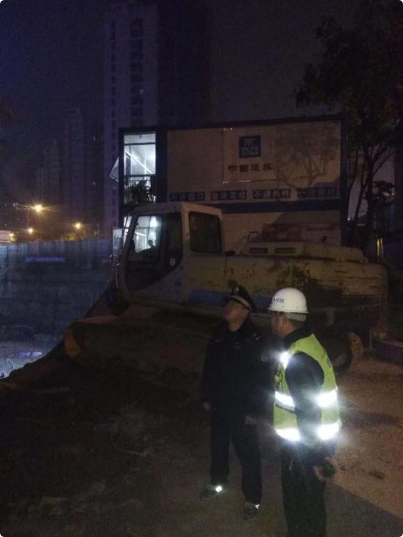 娱乐资讯_伪造夜间施工许可证 长沙一工地负责人被立案侦查_湖南频道_凤凰网