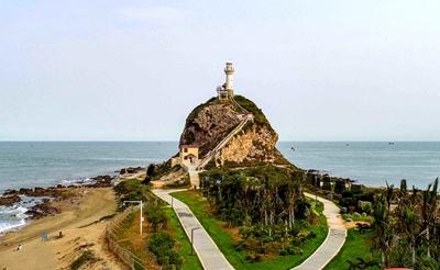 海南东方市鱼鳞洲灯塔整治 让游客安全旅游