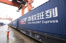 """中欧班列(长安号)运载产品走进西安""""两会"""""""