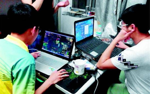 社会资讯_社交工具还是伤人利器 大学生沉迷网络游戏调查_凤凰游戏