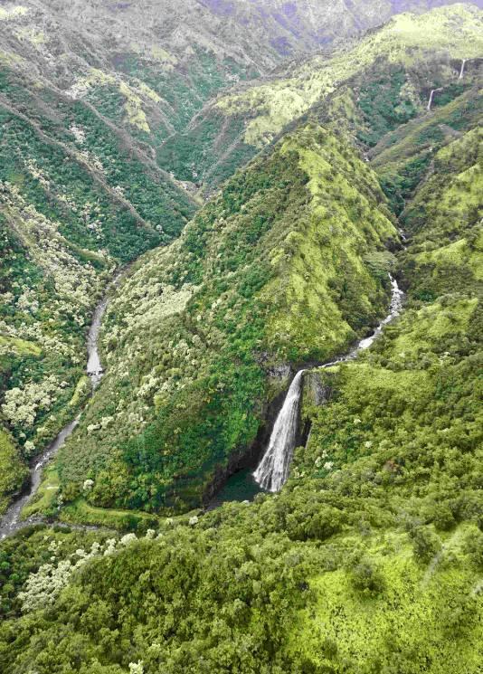 加勒比惊涛怪浪_可爱岛:扎克伯格钟情的自然之岛_凤凰旅游