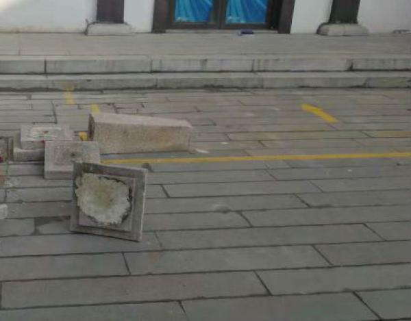 小学生研学旅行时在景区被石制灯具砸中身亡 警方介入
