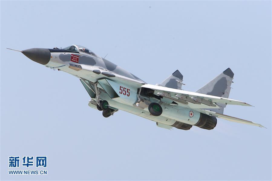 朝鲜米格31战斗机_朝鲜举办首次航空展 战斗机空中飞行(图)_凤凰资讯