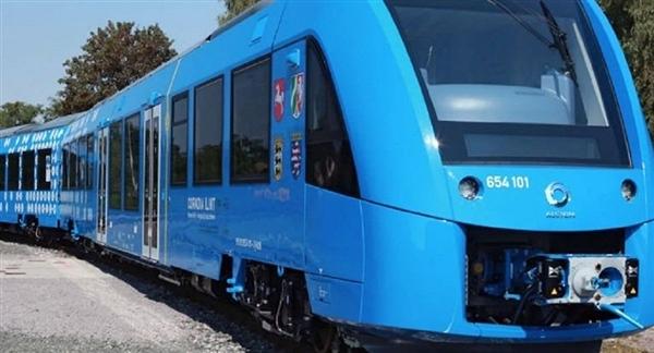 全套国产 中国首条氢动力火车落地的照片