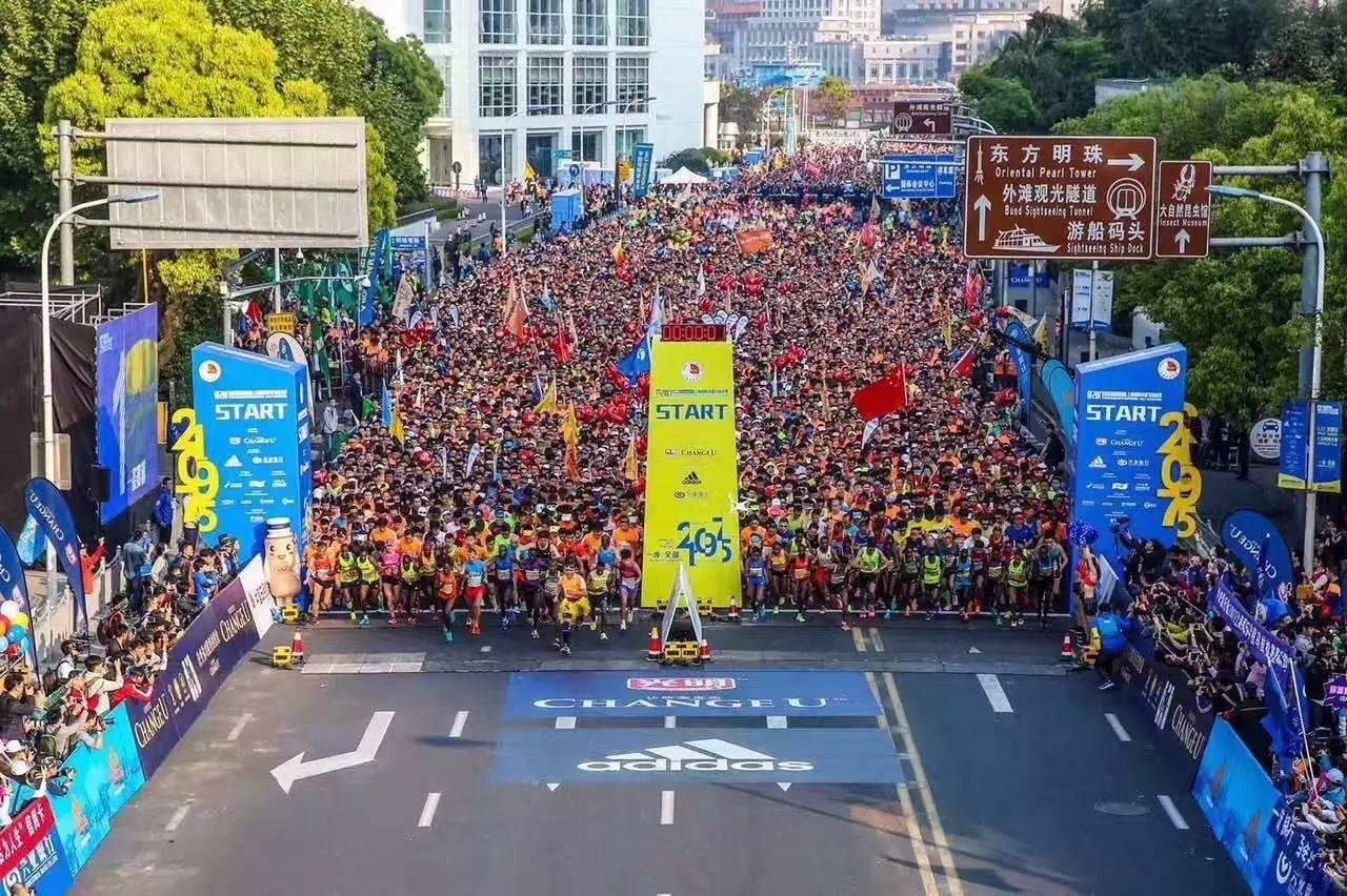 苏州半程马拉松赛_2017上海国际半程马拉松赛正式开跑!坦桑尼亚小伙破记录_凤凰资讯