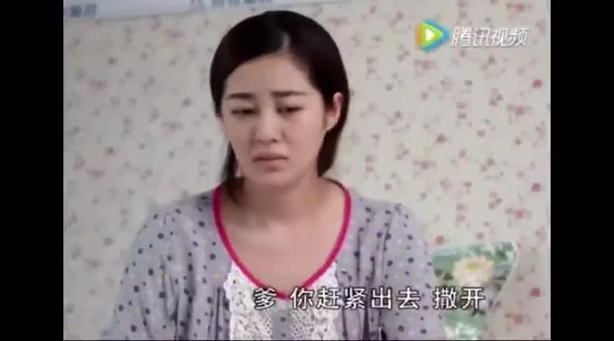 视频公公日媳妇_儿媳妇竟然给老公公洗内衣,这种孝顺真不多