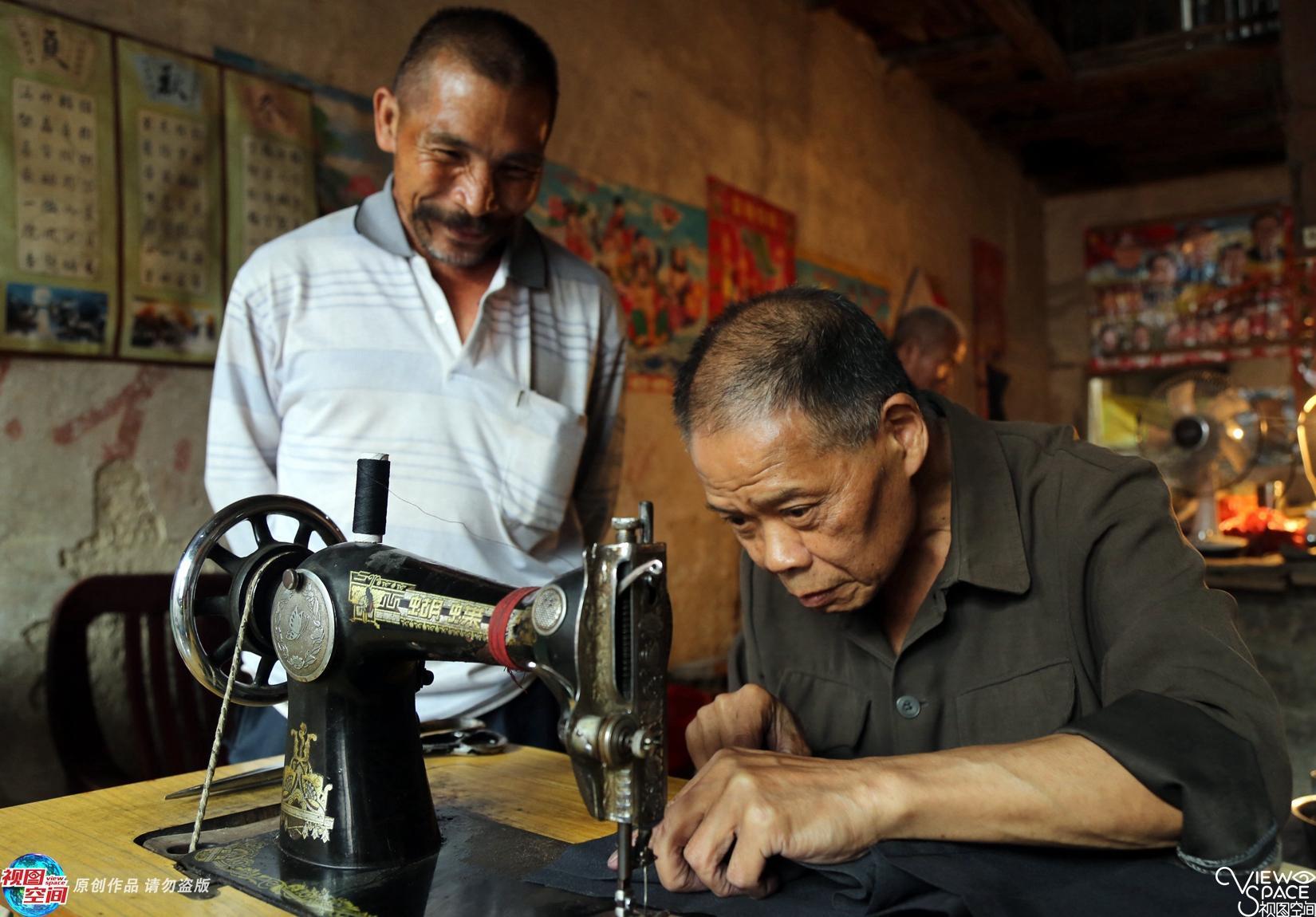 他坚持60年做裁缝 如今年入仅几千元