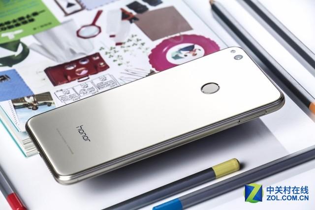 12層鏡面處理 這款手機絕對稱得上顏值擔當