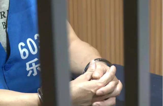 女儿高考687分庆功 父亲因22年前一起命案被抓 网络热点 第3张
