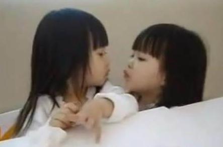 还记得当年3岁的最美双胞吗?如今16岁颜值逆天