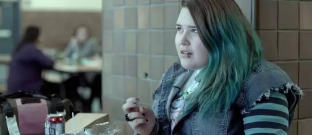 电影里的独眼美女_男主「独眼龙」,算是一位残疾人.