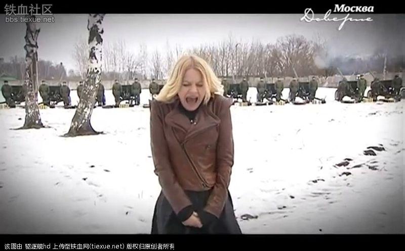 把美女嫩逼操的直流淫水视频_俄罗斯美女主持进军营玩枪操炮非常开心.