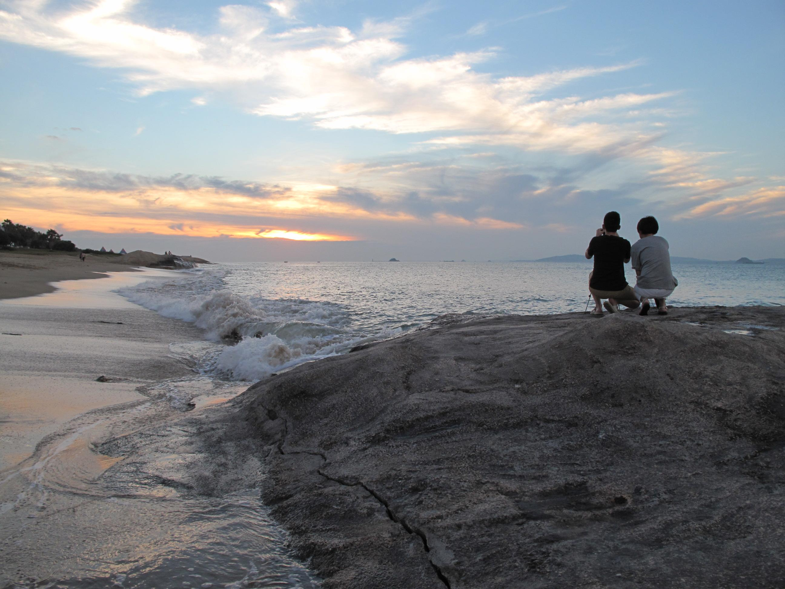 上看_厦门环岛路上看日出,日出总能带给你希望