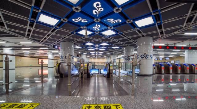 到熊猫大道站的熊猫主题车站,再到现在的成都地铁10号线机场站熊猫3d