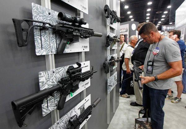 气瓶枪在哪里买得到_在美国,买一把能杀人的枪总共分几步?_凤凰科技
