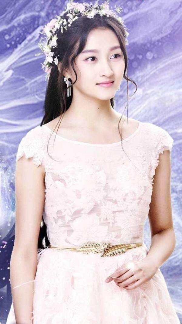 关晓彤一直说她要嫁给李易峰,结果却和鹿晗在一起!