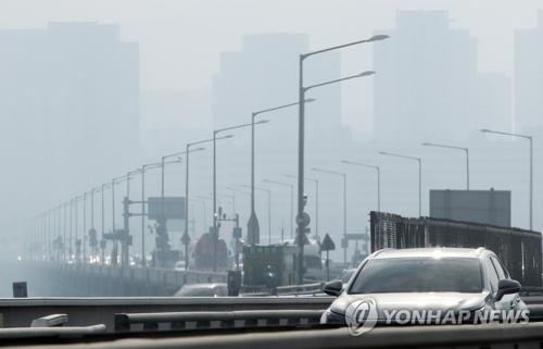 韩国首尔雾霾严重 今日上下班时段公交地铁不收费