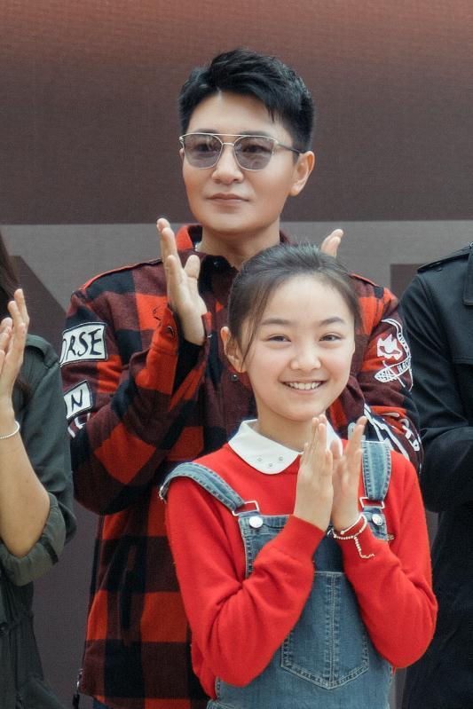 《如果岁月可回头》开机靳东携手蒋欣踏上疗情之旅