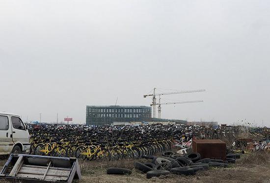南京共享单车死城 单车密密麻麻网友十分震惊