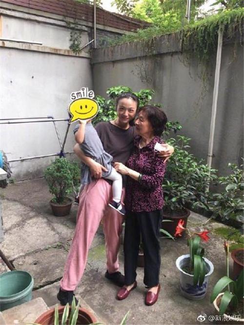 娱乐资讯_汤唯2岁女儿全身照首曝光,遗传妈妈基因好修长(图)_娱乐频道 ...