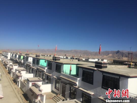 西藏日喀则市建设中的光伏小镇。资料图 赵朗 摄
