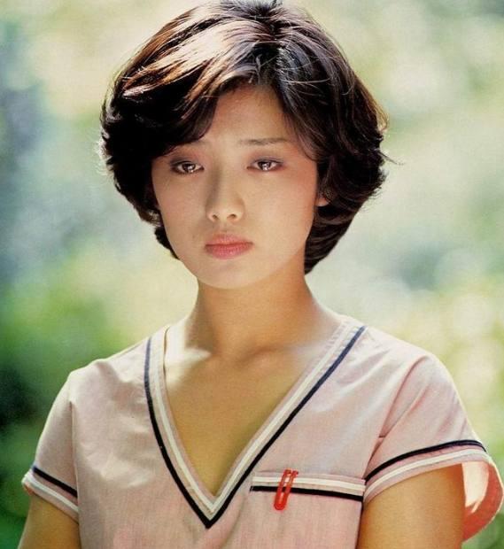 日本70后女星_还记得日本女星山口百惠吗?70后宅男们的导师,苍井空