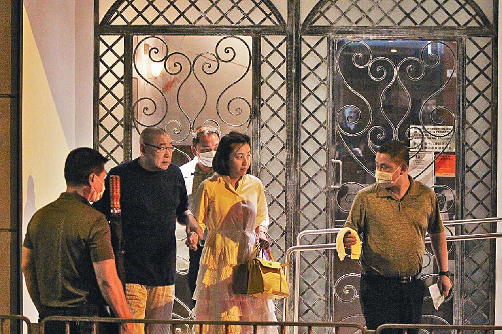 66岁刘銮雄搞浪漫 和甘比撇下子女享受二人晚餐