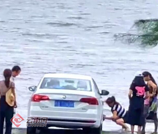 大理连罚两起在洱海洗车行为 警方:2千洗车不划算