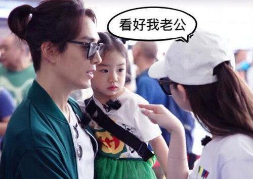 戚薇的老公_估计节目播出以后,戚薇和老公李承铉马上就要成为新晋国民岳父岳母了