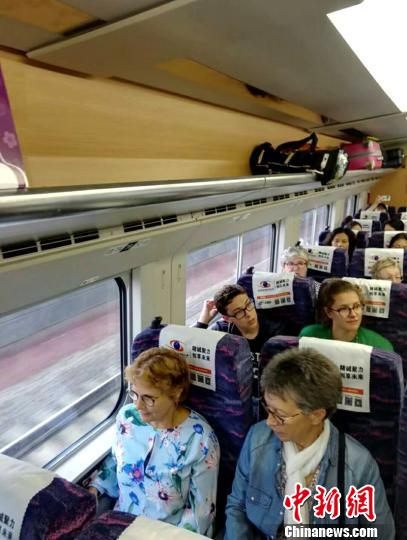 新开通昆楚大铁路日均发送3.3万人次