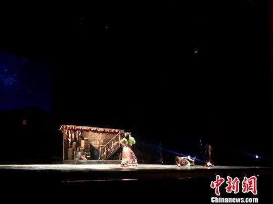 第十二届全国舞蹈展演昆明启幕 舞剧《天路》上演