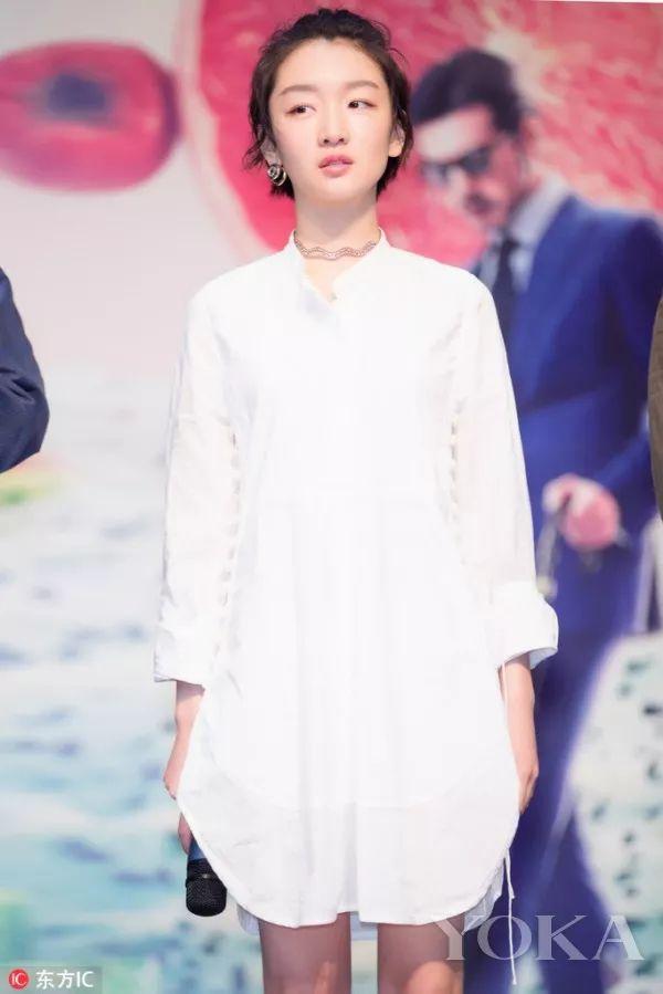 > 正文   布兰卡-帕迪拉 (图片来源:东方ic) 长及脚踝的白色衬衫裙就