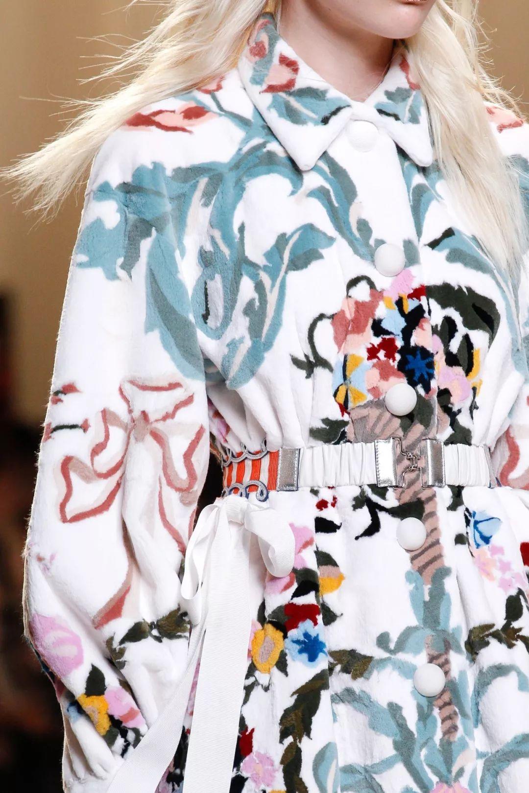 杀阡陌的火凤凰_Fendi是怎么一步步成为2018年最火奢侈品牌的?_凤凰时尚